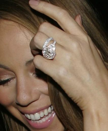 Bague de fian ailles de mariah carey 17 carats au doigt for Anelli di fidanzamento famosi