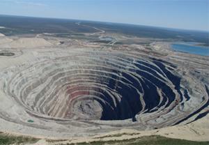 La mine de diamant d'Udachnaya en Sibérie
